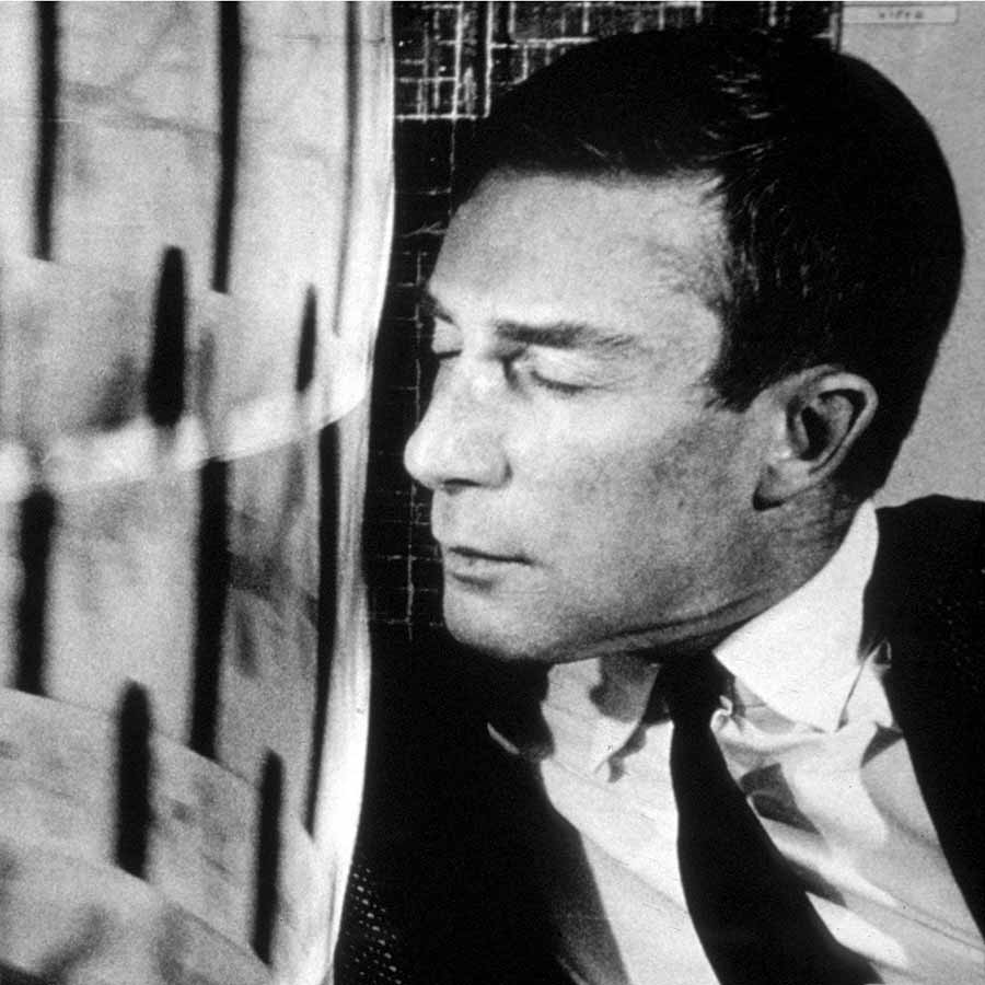 <strong>Brion Gysin</strong> in front of his installation <em>Dreamachine</em>. Photo: © Harold Chapman, courtesy of TopFoto.