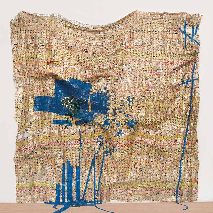 <strong>El Anatsui</strong><em>Breaking News</em> (detail), 2015. Aluminium and copper wire, 3326 x 264 cm